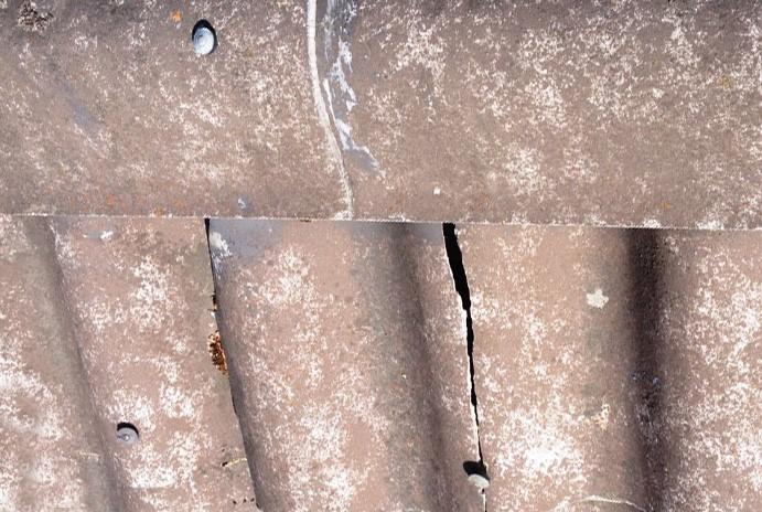 Vanhojen katteiden kiinnitys nauloilla